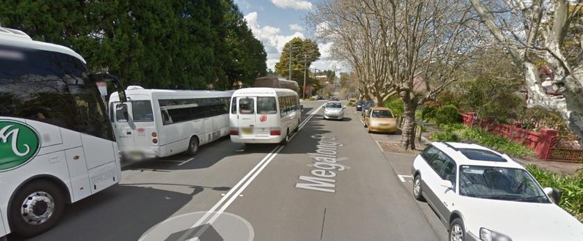 Bus overtourism overcrowds Leura village amenity